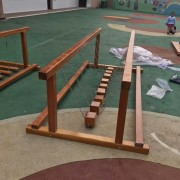 儿童木质钻洞幼儿园感通训练器材户外木质平衡木荡桥定制