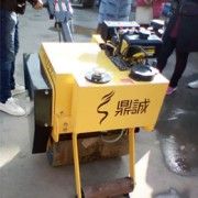 手扶式的单钢轮压路机 小型振动碾  振动压实机哪家好>alt=