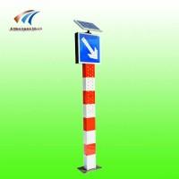 新疆太阳能警示柱搭配靠右行驶标志牌 交通警示灯厂家